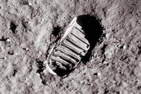 人类第一次登上月球足迹