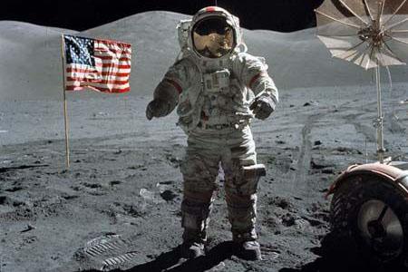 人类第一次登上月球