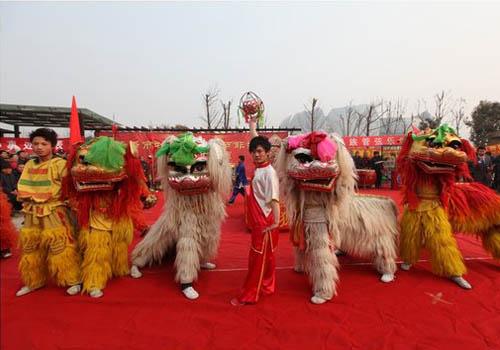 元宵节舞狮子